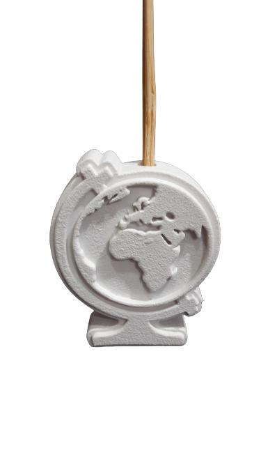 Bomboniera tema viaggio profumatore in polvere di marmo con raffigurato il globo terrestre in basso rilievo